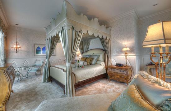 Image courtesy Disneyland Hotel