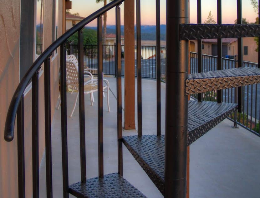 aluminum builders series railing detail shot