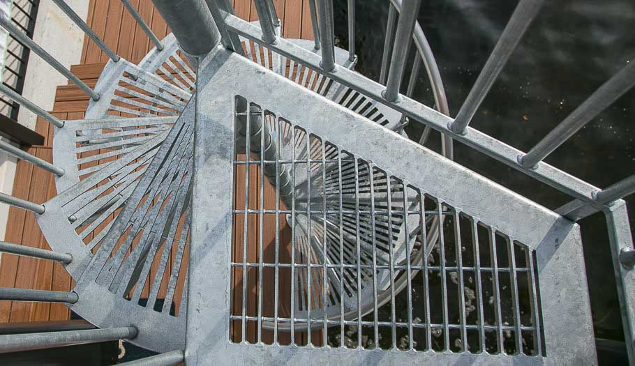 safety-the-stratus-spiral-stair