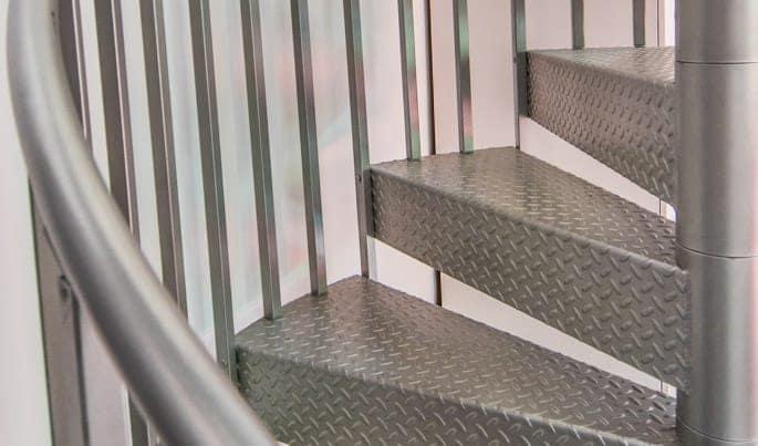 nonslip-the-hobbyist-spiral-stair