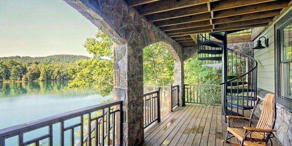 outdoor-deck-spiral-stair