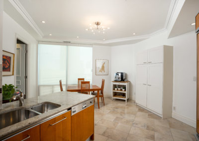 300 Bloor Street East #3301 - Toronto - Modern Movement Creative - Mitchell Hubble - Real Estate Photography - 016 - June 18, 2020