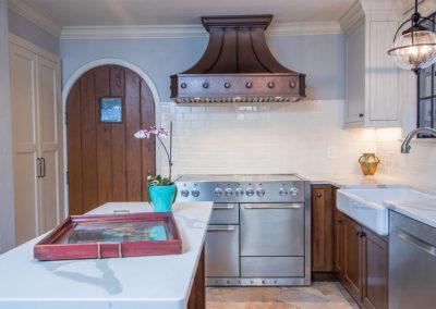 Tudor Traditional Kitchen (4)