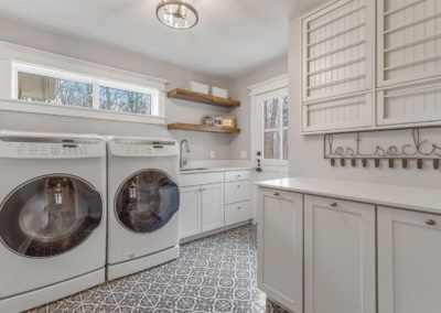 traditional farmhouse laundry room renovation