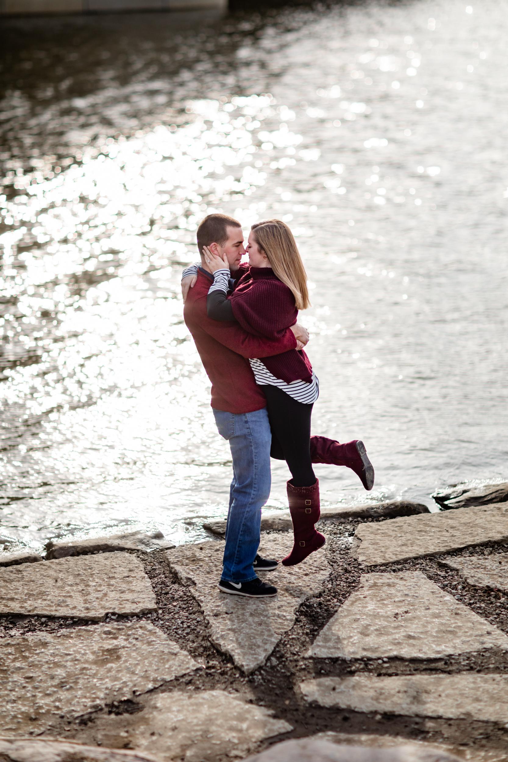 couples photo session along scioto river