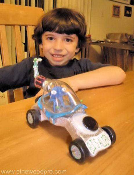pinewood-derby-alien-car-design-picture-10