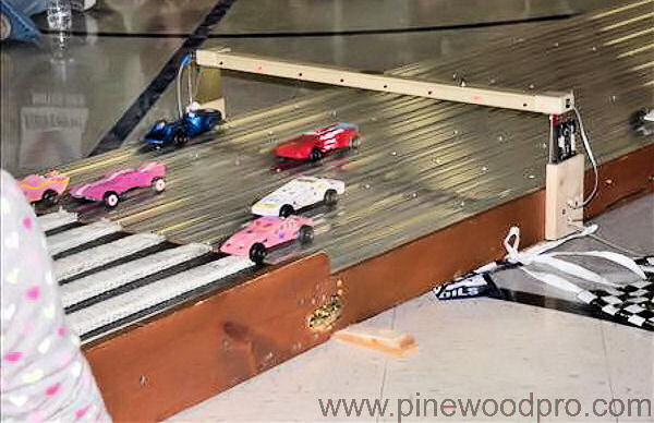 pinewood-derby-girls-race-winning-track-picture-09