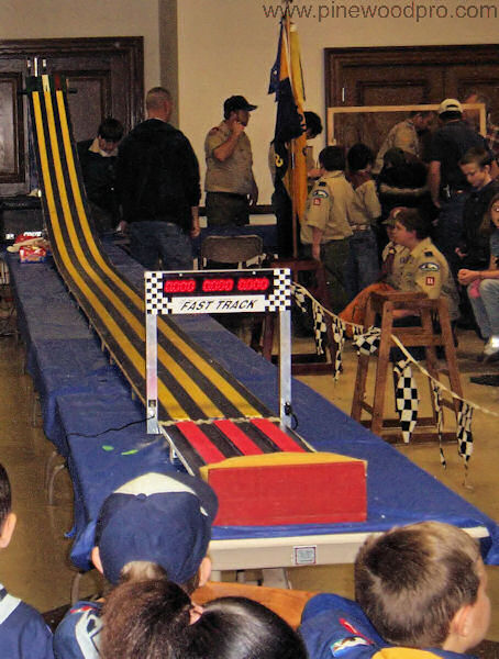 pinewood-derby-race-track-finish-line-picture-08