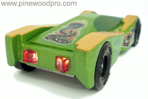 pinewood-derby-viper-car-design-back-lights-picture-10
