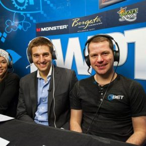 Commentaing with Tony Dunst and Amanda Musumeci. © WPT