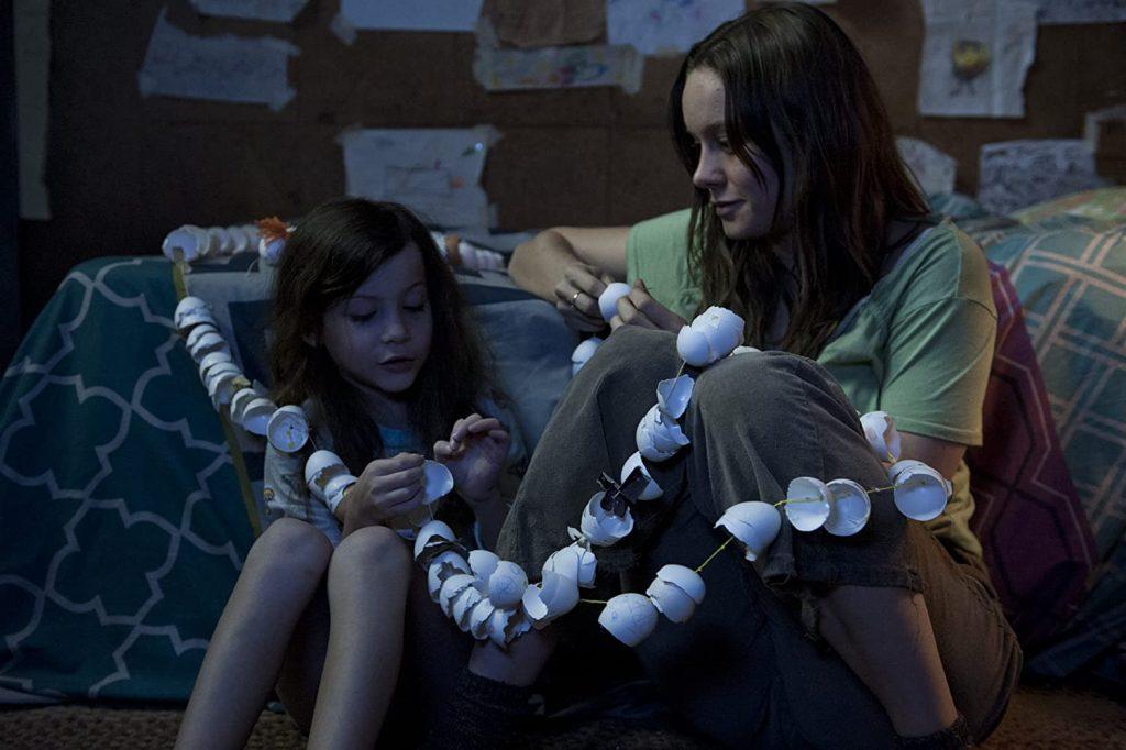 Brie Larson e Jacob Tremblay em O Quarto de Jack