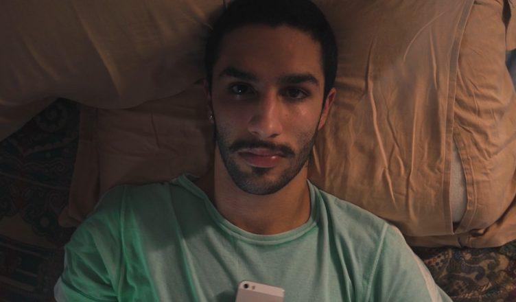 REInaldo é um curta-metragem que conta a história de um jovem que vive de maneira independente durante o isolamento social.