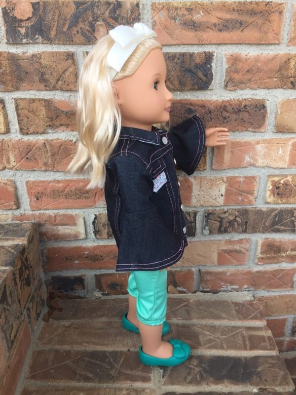 The Kingston is a dolls denim jacket pattern. It is a beautifully-finished jacket for 18 inch dolls, and has many different options to make it unique!