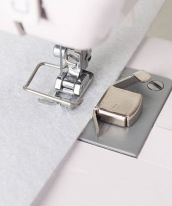 Magnetic seam guide. Simply place onto your needle plate or slide plate for even sewing. A great helper in sewing a straight line.