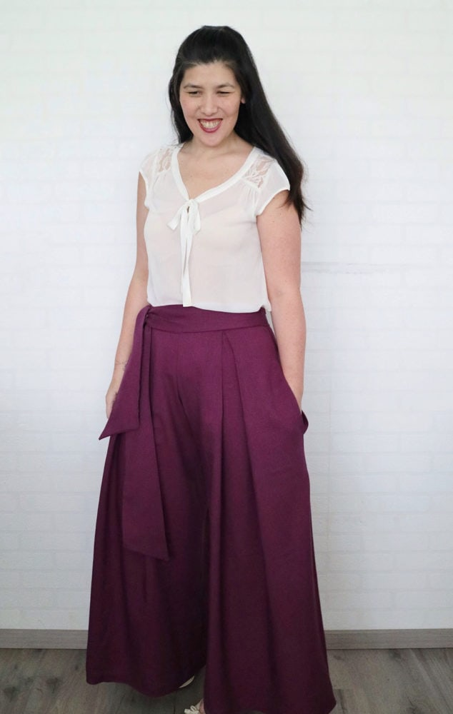 This ladies pleated pants sewing pattern is comfort and elegance combined! The wide-legged trousers are a beautiful gift for your wardrobe.