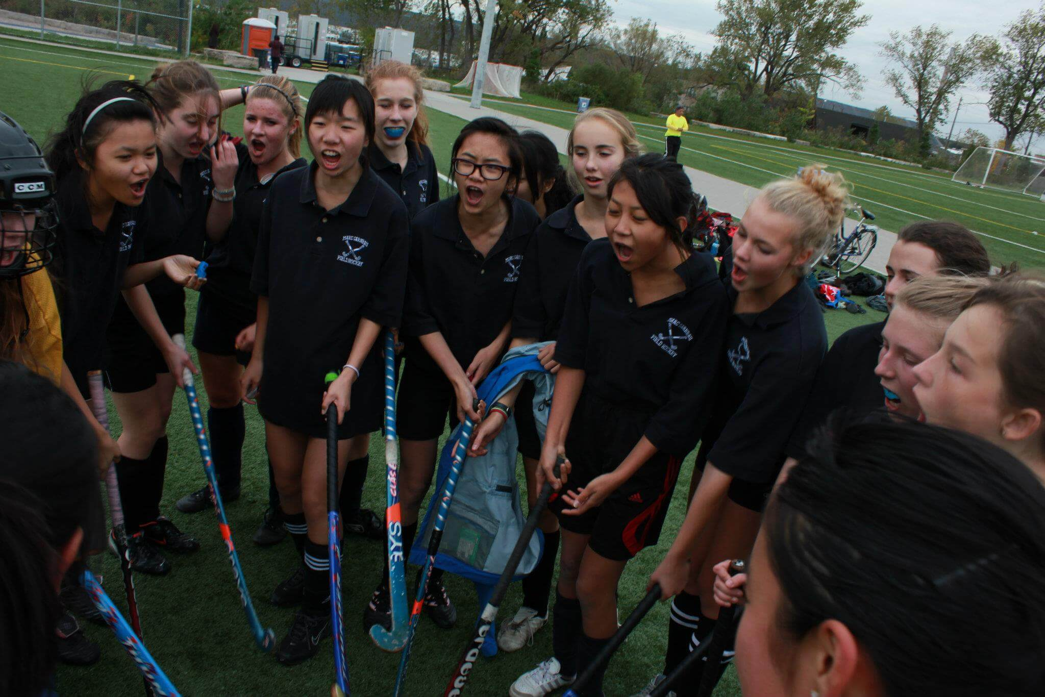 Field Hockey Girls Fight to the Finish