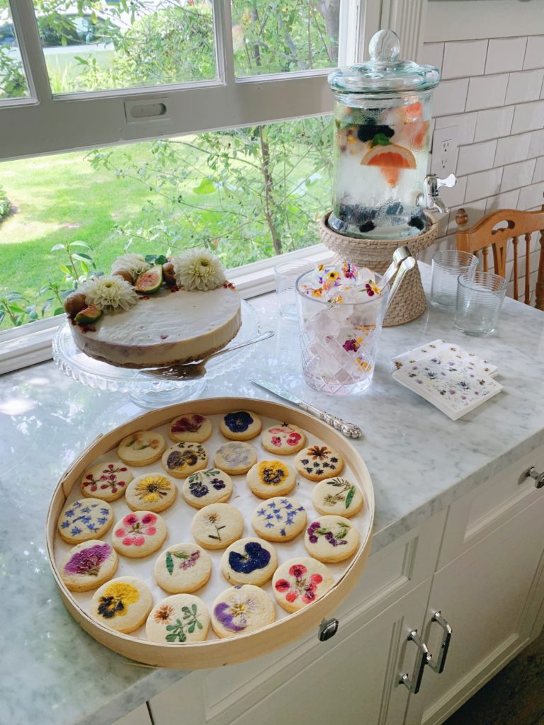 How to host a floral themed baby shower | Rhyme & Reason