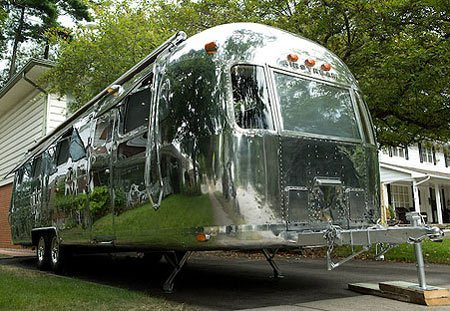 jay leno tours an airstream land yacht at his garage. Black Bedroom Furniture Sets. Home Design Ideas