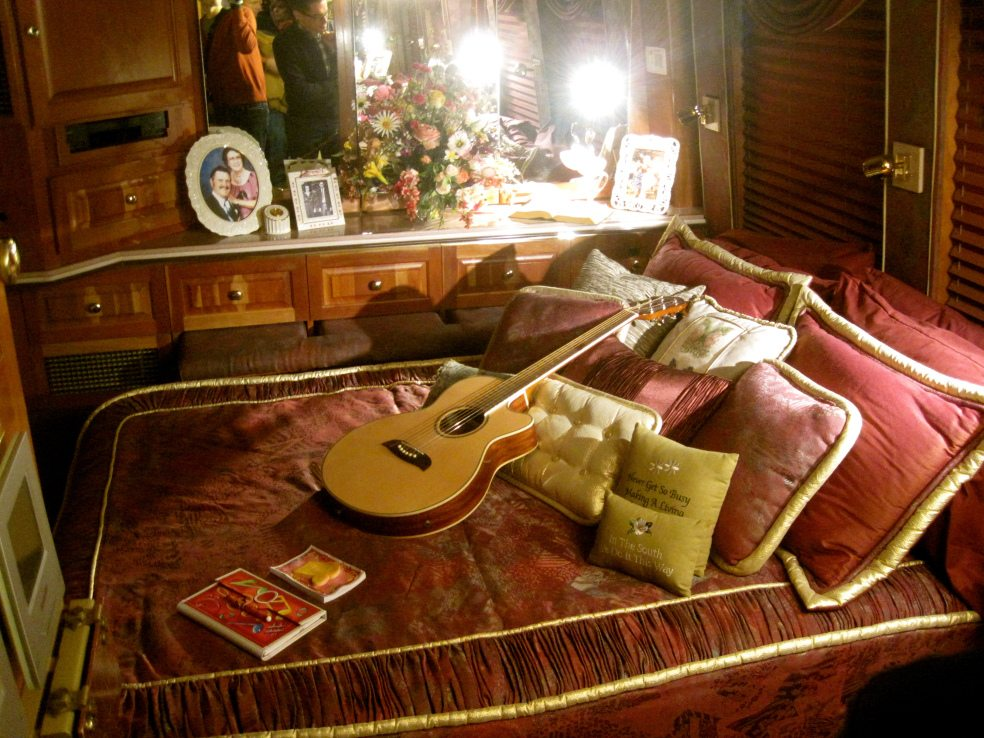 You Need To See The Inside Of Dolly Parton S Tour Bus