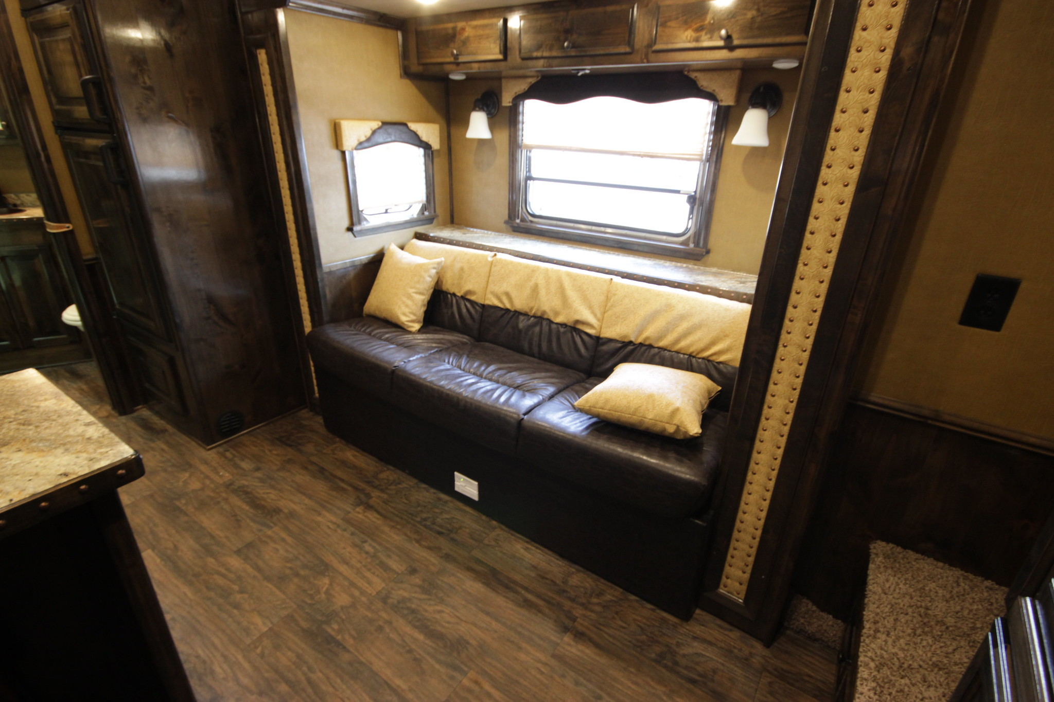 Rv Sofa Bed How To Pick The Right Rv Couch Or Sofa Bed