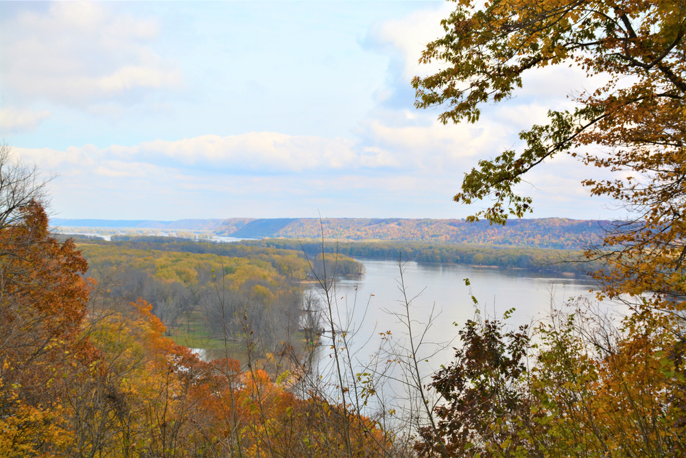 Pikes Peak State Park Iowa in the fall