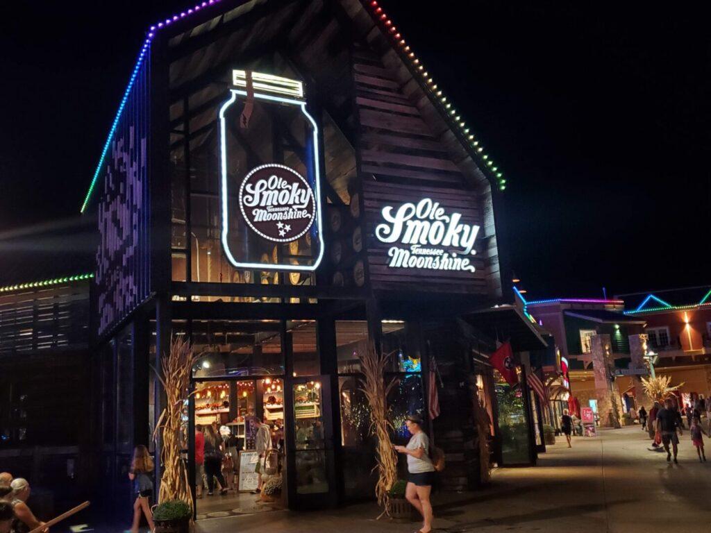 Storefront of Old Smokey Moonshine Restaurant in Florida