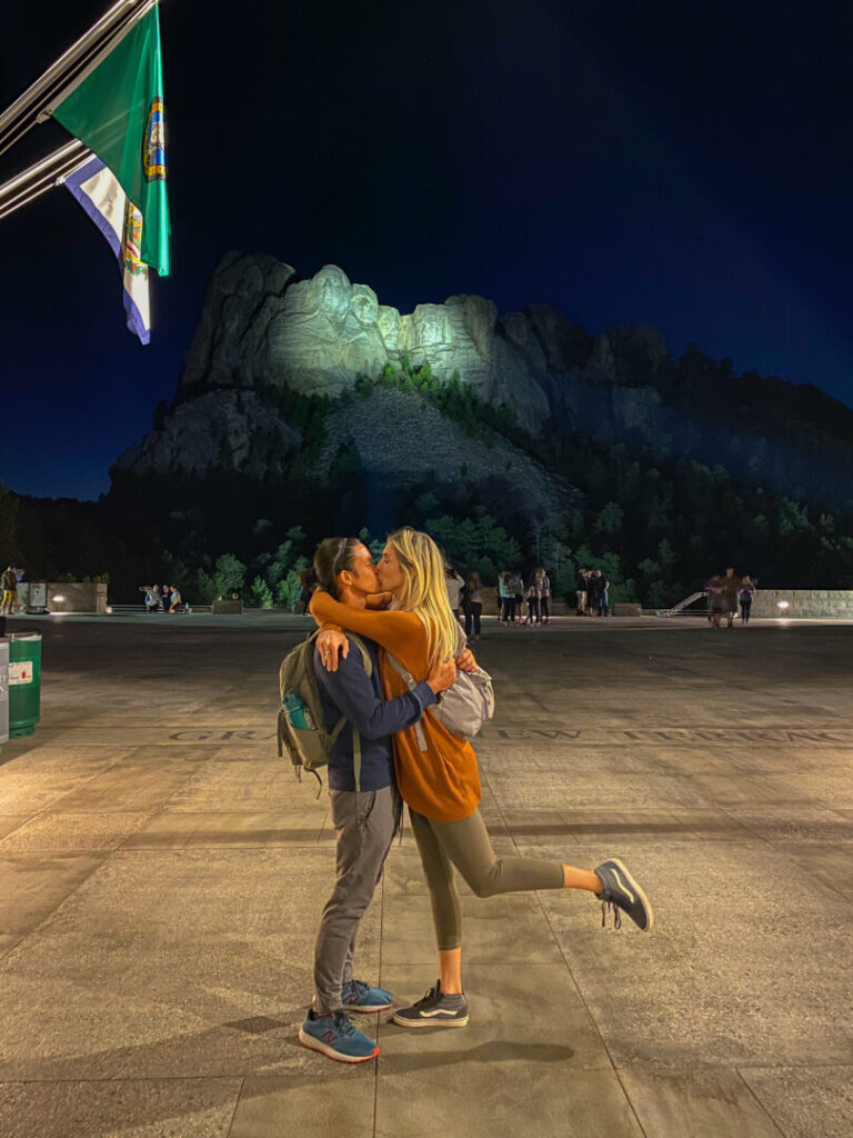 Couple kisses at Mount Rushmore