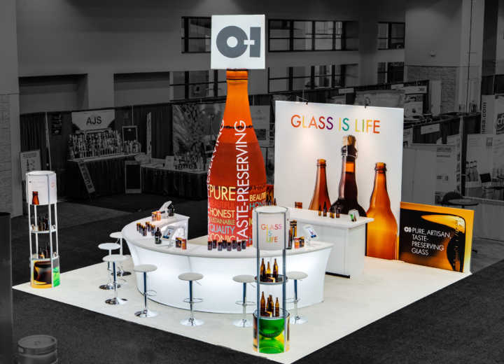 Rogers collaborated with O-I to create this unique fabric beer bottle as a centerpiece for thie peninusla booth.