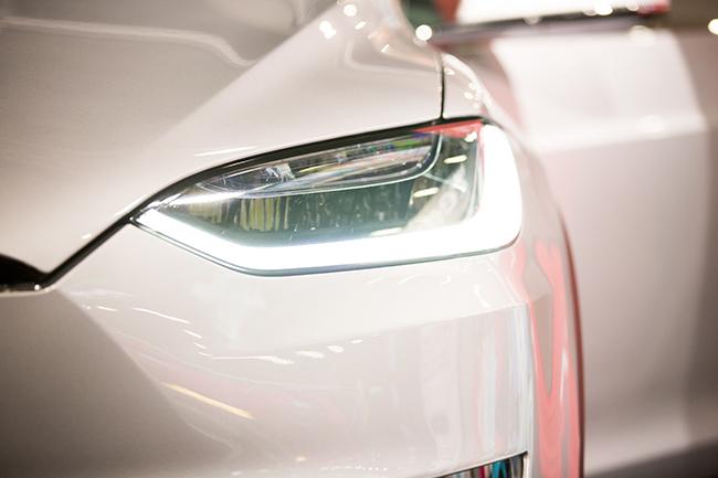 Tesla Model X crash occurs during its' autopilot feature was on