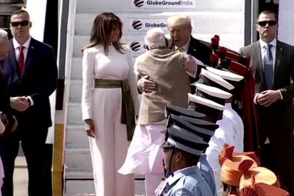 Donald Trump India Visit Live Updtes: आ चुके हैं ट्रंप, मोदी से हो गई मुलाकात