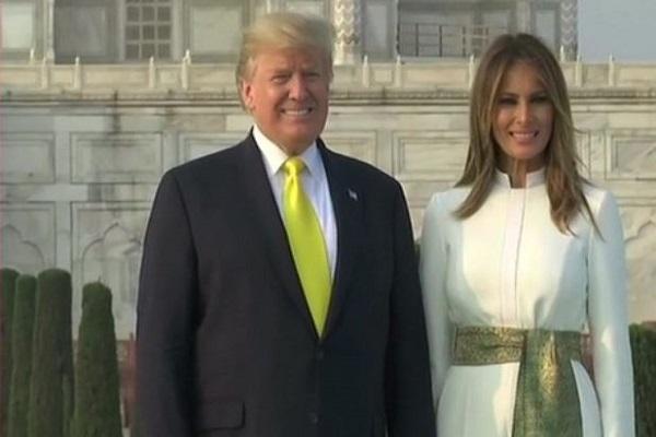 भारत पहुंचे अमेरिकी राष्ट्रपति, 'नमस्ते ट्रंप' के बाद पत्नी के साथ किया ताज का दीदार