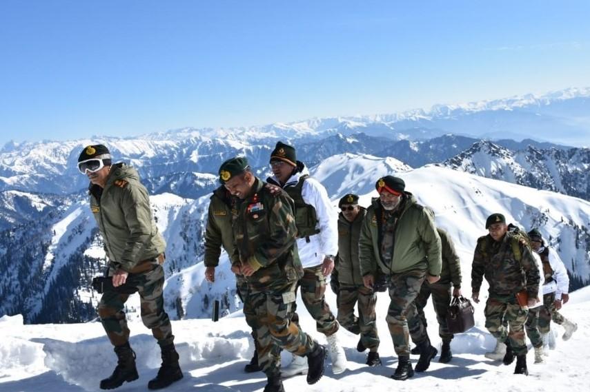Siachen: माइनस 50 डिग्री तक तापमान को झेलने वाले तंबू में रहते हैं जवान, जानें कितना मुश्किल है रहना