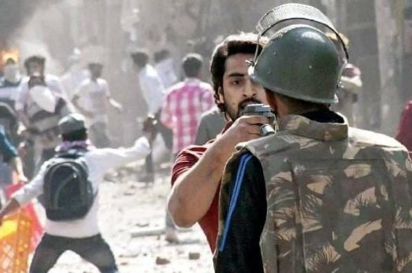 Delhi Violence: पुलिस पर पिस्टल तानने वाला दंगाई शाहरुख पठान शामली से गिरफ्तार