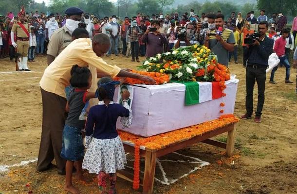 Chhattisgarh Naxal Attack: पत्नी और दो बेटियों को बेसहारा कर गए गीता राम राठिया