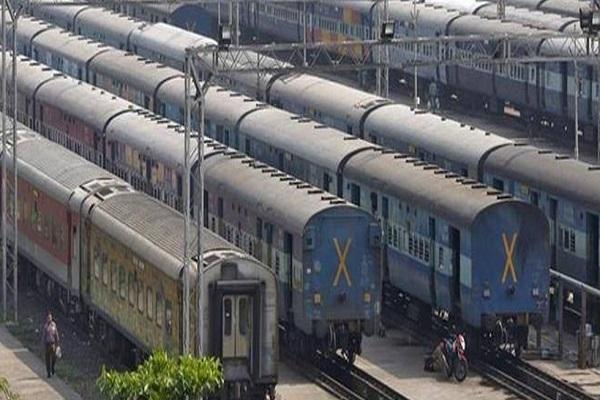 Corona Virus: लॉकडाउन के बाद शुरू होगा ट्रेनों का परिचालन, Indian Railway ने कर्मचारियों से तैयार रहने को कहा