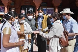 COVID-19: देश में कोरोना संक्रमण का आंकड़ा पहुंचा 61 लाख के पार, 24 घंटे में आए 70,589 नए केस