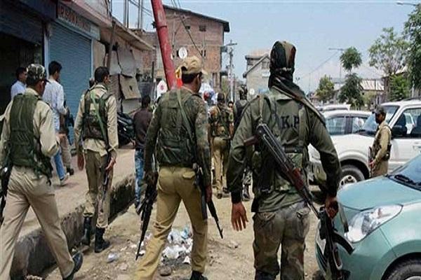 जम्मू-कश्मीर: अनंतनाग में आतंकी ने सुरक्षाबलों पर ग्रेनेड फेंका,  CRPF का एक जवान शहीद