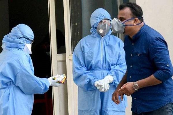 COVID-19: देश में बीते 24 घंटे में आए 24,712 नए केस, दिल्ली में तेजी से नीचे आ रहा संक्रमण का ग्राफ