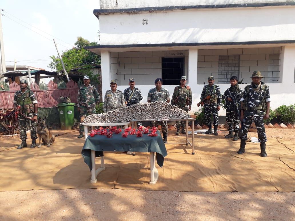 झारखंड: CRPF-गिरिडीह पुलिस ने नक्सली मंसूबों पर फेरा पानी, विस्फोटकों का जखीरा बरामद