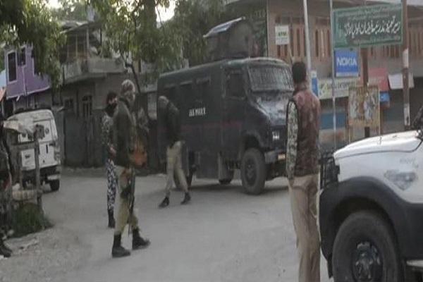 Jammu-Kashmir: कुलगाम में कॉन्स्टेबल को अगवा कर भाग रहे थे आतंकी, जवानों ने घेरकर मार गिराया