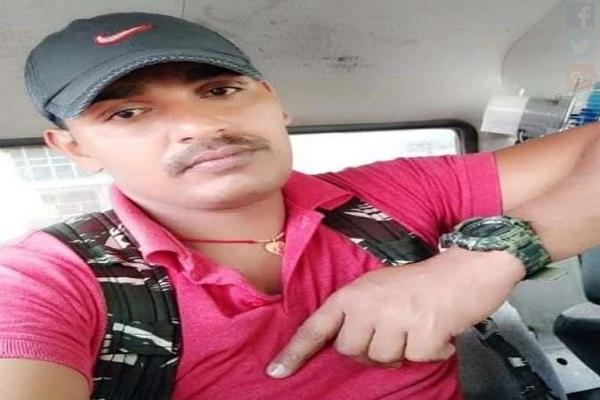 बीजापुर नक्सली मुठभेड़ में शहीद हुआ झारखंड का जवान, 3 साल के बेटे को है पिता का इंतजार