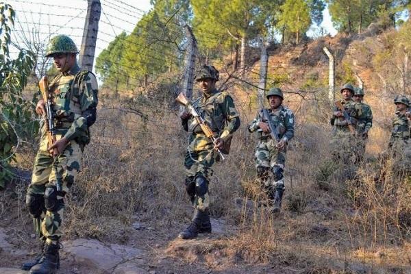 आतंकवाद के खिलाफ भारत की कार्रवाई से घबराया पाकिस्तान, LoC पर तैनात किया मुजाहिद बटालियन