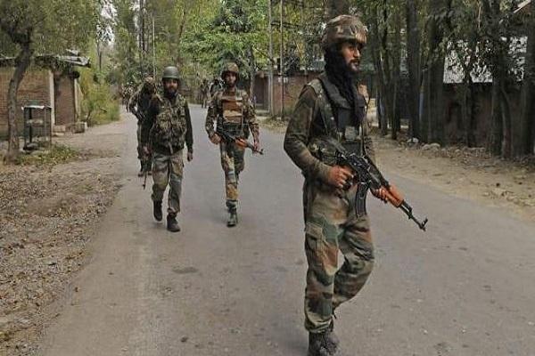 जम्मू-कश्मीर: आतंकवाद के खिलाफ सुरक्षाबलों का बड़ा ऑपरेशन, गांवों में ली जा रही तलाशी