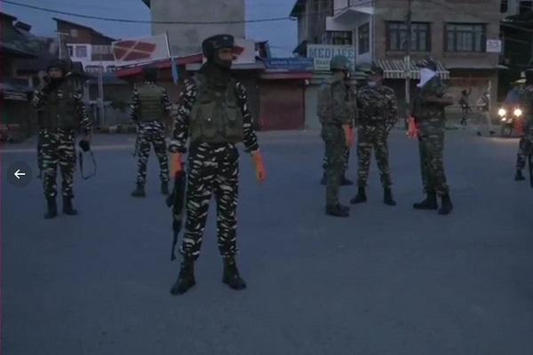 Jammu-Kashmir: श्रीनगर में मुठभेड़, सुरक्षाबलों ने दो आतंकियों को किया ढेर