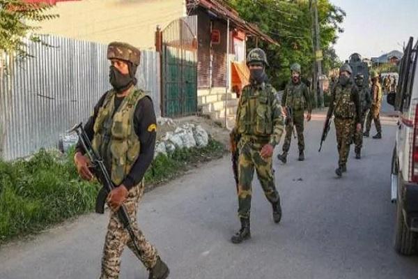 Jammu-Kashmir: पुलवामा में सुरक्षाबलों पर आतंकी हमला, एक जवान शहीद