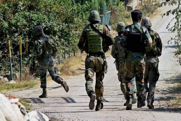 जम्मू-कश्मीर: कुलगाम में मुठभेड़, जवानों ने हिज्बुल के दो आतंकियों को मार गिराया