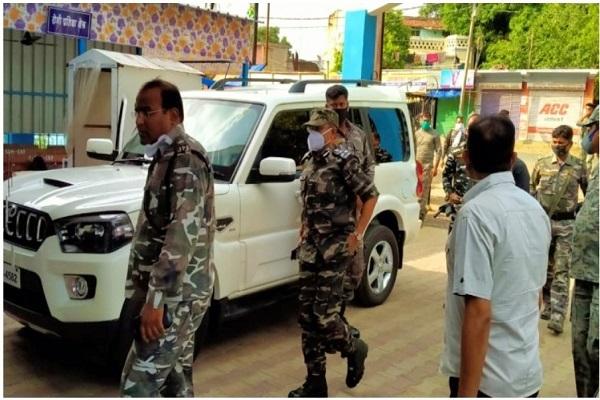 झारखंड: चाईबासा में नक्सलियों ने घात लगाकर पुलिस पर किया हमला, SPO समेत दो जवान शहीद