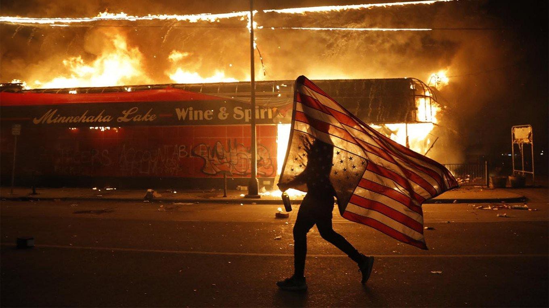 अमेरिका में भयंकर आगजनी और उपद्रव, हिंसा रोकने के लिए राष्ट्रपति ट्रंप ने सेना उतारने की दी धमकी