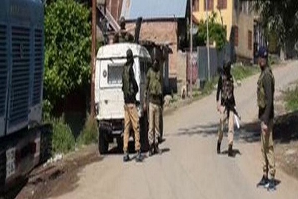 जम्मू-कश्मीर: पुलवामा के कंगन में मुठभेड़, सुरक्षाबलों ने तीन आतंकियों को किया ढेर