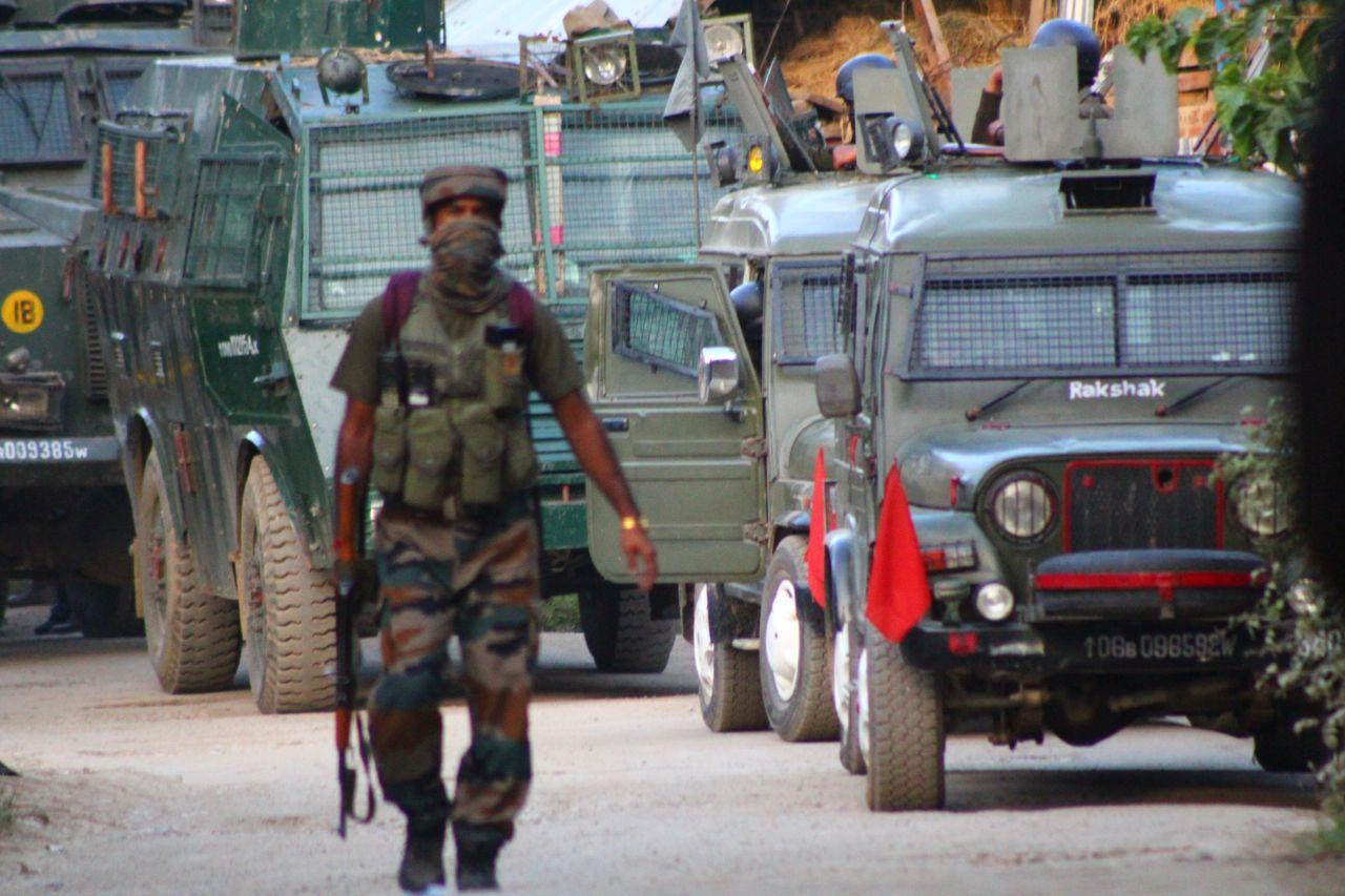 कश्मीर में सफाई अभियान जारी, शोपियां में फिर 5 आतंकी को मार गिराया, 4 दिनों में 14 आतंकी ढेर